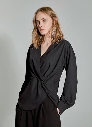People By Fabrika Burgu Detaylı Bluz Siyah